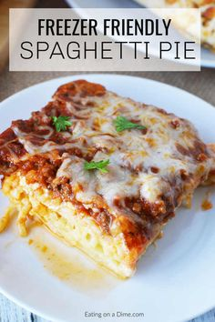 Easy Baked Spaghetti Pie Recipe is simple to prepare and delicious. Baked spaghetti pie is freezer friendly. Easy Spaghetti Pie Casserole can feed a crowd! #freezermeal #spaghetti Spaghetti Torte, Baked Spaghetti Pie, Spaghetti Pie Recipes, Baked Spaghetti Casserole, Chicken Spaghetti, Casserole Recipes, Meat Recipes, Dinner Recipes, Cooking Recipes