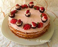 Chocolate Cupcakes & Strawberry Mousse Cake / Σοκολατένια Κάπκεϊκς σε Τούρτα Μους Φράουλας  http://www.kopiaste.info/?p=6539