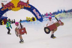 Автоботы и тракторы прыгали в воду на сноубордах