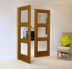 Premium real oak veneered interior door with three clear bevelled safety glass panels with perimeter moulding Aluminium French Doors, Glass French Doors, Wooden Front Doors, Oak Doors, Entry Doors, Barn Door In House, Interior Design Programs, Glass Panel Door, Panel Doors