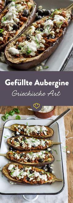 Fülle deine Auberginen mit Hackfleisch, Oliven und streue Feta darüber. Ein Klecks Tzatziki on top und fertig ist die griechisch angehauchte Leckerei.