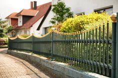 Klassik trifft Moderne: Eleganter Stabzaun aus Aluminium in vielfältiger Variationsmöglichkeit für mehr Stil in Ihrem Garten.