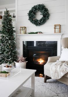 .: Blogger Stylin Home Tour Christmas 2015