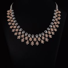 WOW diamond necklace choker are really gorgeous Picture# 2704 Diamond Necklace Simple, Gold Jewelry Simple, Diamond Jewelry, Gold Jewellery, Diamond Pendant, Diamond Choker, Jewellery Shops, Bridal Jewellery, Ethnic Jewelry