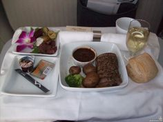 Airline catering * the world's largest website about airline catering, inflight meals and special meals First Class Flights, Tumblr Food, Dinners, Meals, Grubs, Airplanes, Catering, Dinner Parties, Planes