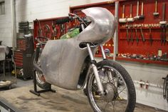How to Build an Aluminum Motorcycle Fairing from Scratch : Ed Barr : Motorbooks