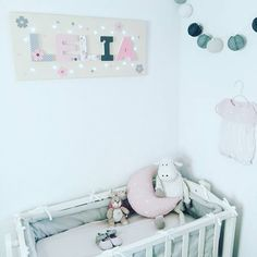 Need some help with a handmade gift? Look at the wonderful account from @lesdecosdebebe; she has got many lovely baby signs, complete with Bazzill Basics paper! . . . #bazzillbasics #repost #sharingiscaring #decor #babysuite