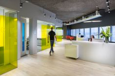 Microsoft office and customer center design by Perkins+Will, Hartford – US