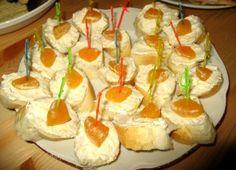 Olomoucká tvarůžková pomazánka Sushi, Cheesecake, Pudding, Ethnic Recipes, Food, Spreads, Cheesecakes, Custard Pudding, Essen