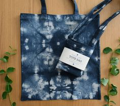 I like to dye tote bags with shibori technique. You can find them in my Etsy shop and more shibori designed bags, makeup bags, pencil cases and sunglasses cases! All handmade. Free shipping within Switzerland! Shibori Techniques, Pencil Cases, Bag Design, Makeup Bags, Tie Dyed, Canvas Tote Bags, Black Cotton, Different Styles, Cotton Canvas