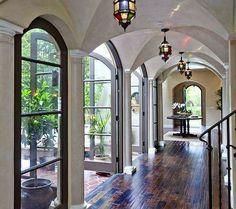 Ideas: Corredor casa-jardín de atrás + entrada principal o Corredor de entrada
