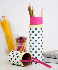 DIY Mail Tube Pencil Case (wonder if toilet paper or paper towel tube would work. Recycled Paper Crafts, Toilet Paper Roll Crafts, Diy Paper, Pencil Case Tutorial, Diy Pencil Case, Pencil Cases, Cute Crafts, Crafts To Make, Diy Crafts
