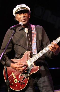 Chuck Berry Rock Roll, Rock N Roll Music, Chuck Berry, Social Activities, Maybelline, Berries, Guitar, Bring It On, Singer