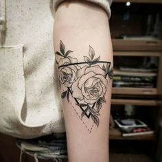 Tattoo designs for women small wrist – Viral Mini Tattoos, Arm Tattoos, Rose Tattoos, Flower Tattoos, Body Art Tattoos, Small Tattoos, Tatoos, Henne Tattoo, Sternum Tattoo