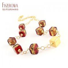 Missoni cubo rosso.  Nowoczesny, prosty naszyjnik, wykonany z pięknych kostek szkła Murano z kolekcji Missoni w kolorze czerwono-różowym oraz satynowanej kostki, wplecionych w łańcuch o okrągłych ogniwach. Całość wykończona złoconym srebrem (vermeil).  Wielkość szklanych kostek: 1 cm. Długość naszyjnika regulowana, maksymalnie: 56 cm. Missoni, Charmed, Drop Earrings, Bracelets, Jewelry, Fashion, Cubes, Charm Bracelets, Jewellery Making
