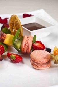 """Bistro Epoque a obținut distincția """"Restaurantul anului"""", la secțiunea """"bucătărie de înaltă clasă"""", în cadrul galei Premiilor de Excelență desfășurate cu ocazia evenimentului anual Hotel Tourism and Leisure Forum, eveniment ce a avut loc în #Bucuresti. #macarons #desert #strawberries"""