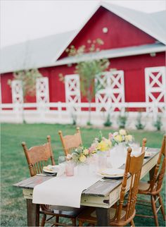 farm dining - this is beautiful!I wanna live in a farm with a big red barn! Country Farm, Country Life, Country Girls, Country Dinner, Country Living, Farms Living, The Ranch, Wedding Reception, Renewal Wedding