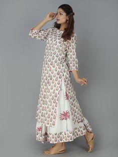 It's a sanganeri block printed kurta with boat neckline & sleeves. Simple Kurta Designs, Kurta Designs Women, Blouse Designs, Ethnic Outfits, Indian Outfits, Indian Designer Outfits, Designer Dresses, Printed Kurti Designs, Kurta Neck Design