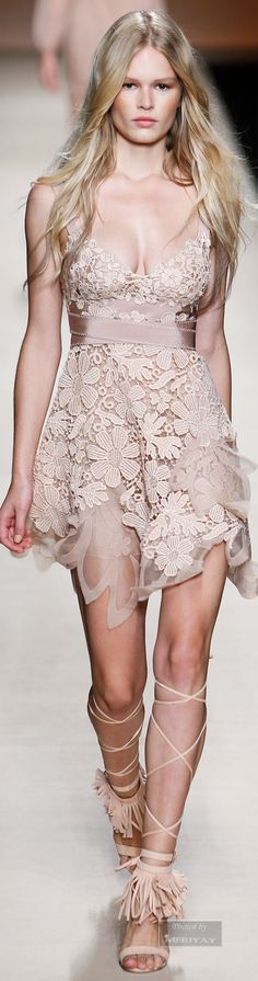 Alberta Ferretti.Spring-summer 2015. and if only I could carry this off :)