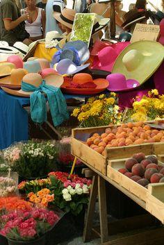 A colorful street market in Saint-Tropez (by Zoé de Saint-Tropez, via Flickr)