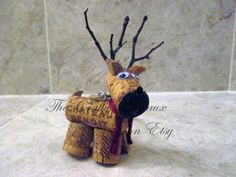 Rustic Deer, Reindeer Twine and Wine Cork Ornament, Christmas Ornament, Gift Tag, Wine Bottle Charm - The Crafty Wineaux Wine Cork Ornaments, Wine Cork Crafts, Bottle Crafts, Wine Cork Wreath, Diy Ornaments, Wine Bottle Charms, Christmas Crafts, Christmas Ornaments, Christmas Wine