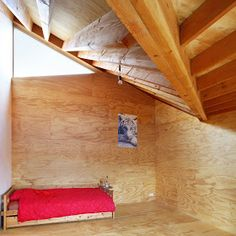 Montage: 57 Interiors with Plywood - StyleCarrot Plywood Board, Plywood Walls, Plywood Interior, Wallpaper Stencil, Making Space, Attic Loft, Wood Interiors, Awesome Bedrooms, White Wood