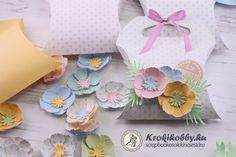 Párnadoboz kukacvirágokkal :) Place Cards, Place Card Holders, Gift Wrapping, Scrapbook, Gifts, Gift Wrapping Paper, Presents, Scrapbooks, Gifs