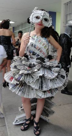 newspaper_dress_by_pollysawrio-d3142uv.jpg (851×1600)