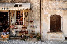 Les Baux-de-Provence - Provence, France (via Provenza)