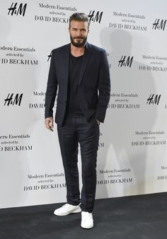 That's a Real good look! Beardy David Beckham returns to Madrid in hipster style as he presents a new menswear collection Mode David Beckham, Traje David Beckham, Estilo David Beckham, David Beckham Style, David Beckham Suit, Suits And Sneakers, How To Wear Sneakers, Look Man, Casual Suit