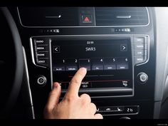 Volkswagen Golf 7 / Discover Pro, 2013 Still soooo many buttons - physical and digital now..