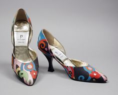 Mid-1980s, Italy - Pair of Woman's D'Orsay Pumps by Di Sandro - Printed silk, leather, plastic