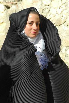 Sardinian People, European Costumes, Malta, Bride Of Christ, Folk Costume, Christian Women, World Cultures, Historical Clothing, Traditional Dresses