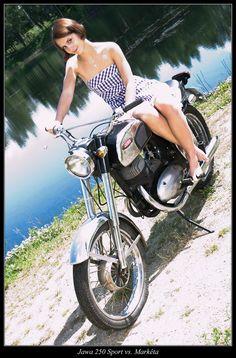 Jawa 350, Enfield Motorcycle, Old Motorcycles, Classic Bikes, Royal Enfield, Motorbikes, Motorcycle Girls, Cafe Racers, Biking