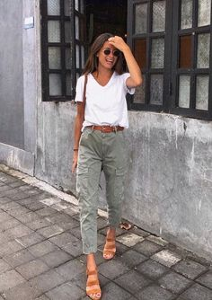 50 Trendy Outfits For You To Finish This Summer 84 Cool Girl-Approved Summer Outfits to Try When You Have Zero Clue What to Wear Fashion Mode, Look Fashion, Fashion Trends, Womens Fashion, Fall Fashion, Ladies Fashion, Fashion Styles, Fashion Photo, Trendy Fashion