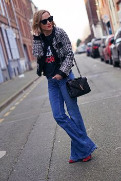 #fashionblog #YSLBag #yvessaintlaurent #yvessaintlaurentbag Yves Saint Laurent Bags, Ysl Bag, Fashion Blogs, Bell Bottoms, Bell Bottom Jeans, T Shirt, Chic, My Style, Pants