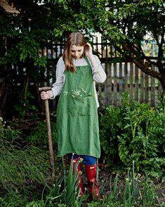 Unė is wearing linen apron from our shop allthebeautifullinen Lifestyle Photography, Fashion Photography, Art Photography, Minty House, Green Apron, Sour Cocktail, Black Apple, Neutral Color Scheme, Places