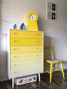 Det er mange av dere som har stilt spørsmål om den gule kommoden, fargekoder, malingsutstyr osv, ...