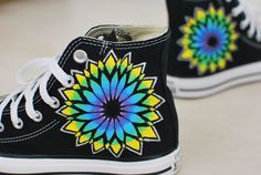 Custom Converse Converse Design, Cute Converse, Outfits With Converse, Converse Sneakers, Fancy Shoes, Me Too Shoes, Converse Chuck Taylor Black, Painted Sneakers, Comfy Shoes