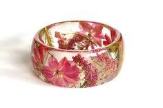 ST Resin bangle bracelet. Pink resin bracelet. Botanical bangle. Bangle with real flowers. Floral bracelet with pressed flowers