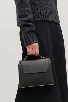 Detailed image of Cos small constructed leather bag in black Small Leather Bag, Leather Clutch Bags, Black Leather Handbags, Cheap Handbags, Wardrobe Sale, Small Wardrobe, My Style Bags, Wholesale Purses
