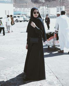 Abaya Fashion, Fashion Outfits, Fashion Model Sketch, Fashion Show Party, Islam Women, Casual Hijab Outfit, Hijab Fashion Inspiration, Islamic Fashion, Girl Hijab