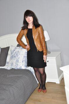Robe La Fée Maraboutée noire - Ballerines Hirica Zoelia Camel (en vente sur www.les-parisiennes.com)