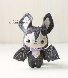 This PDF hand sewing pattern will give you instructions and patterns to make the baby bats pictured. Size: 5 approximately. Language: English THIS IS NOT A FINISHED DOLLS. THIS PDF e-Pattern includes: . Step by step photo tutorial. A material and sup Felt Patterns, Stuffed Toys Patterns, Sewing Patterns, Diy Y Manualidades, Manualidades Halloween, Fall Crafts, Halloween Crafts, Arts And Crafts, Halloween Ornaments
