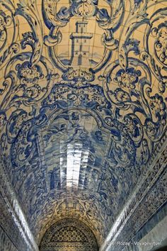 Ethnic Architecture  - Blue & white tiled arched ceiling...gorgeous! Nazare, Portugal