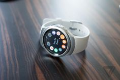 Samsung's Gear S2 can make me a believer in smartwatches http://www.theverge.com/2015/9/4/9260263/samsung-gear-s2-smart-watch-ifa-2015 … by @vladsavov