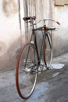 One of the events at this year's screening of the Bicycle Film Festival in Florence was Ciclosili, profiling the Italian flair for discerning aesthetics. It was presented in Stazione Leopolda, the city's first railway station, but it was also the first viewing of this porteur by Italy's UCY.