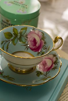 Very Warm And Winsome Vintage Tea Cups - Bored Art, You can enjoy break fast or various time times applying tea cups. Tea cups also have ornamental features. When you look at the tea cup designs, you will see that clearly. Vintage Cups, Vintage China, Tea Sets Vintage, Teapots And Cups, China Tea Cups, My Cup Of Tea, Tea Cup Saucer, High Tea, Afternoon Tea