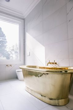The Gold Standard: 10 Outrageously Beautiful Things Bathroom – home accessories Bathroom Red, Classic Interior Design, Classic Bathroom, Gold Bathroom, Sleek Bathroom, Black Bathroom, Bathroom Inspiration Decor, Bathroom Interior Design, Bathroom Design Inspiration
