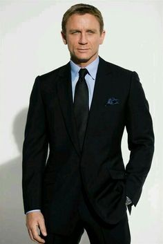 Daniel Craig is the sixth and latest actor who is portraying the fictional character of Ian Fleming's James Bond. Estilo James Bond, James Bond Style, Der Gentleman, Gentleman Style, Daniel Craig, Craig 007, Craig Bond, Craig James, Sharp Dressed Man